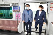 수인선 개통 첫 날, 점검 나선 시흥시장과 시의회 의장