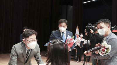 외국인 31명 한국인 됐다…시흥에서 국적증서 수여식 개최
